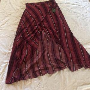 Matron black and white striped skirt